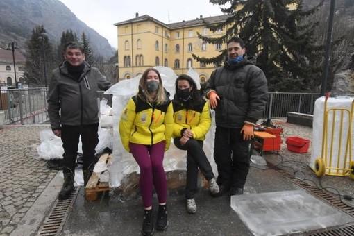 Scultori di ghiaccio all'opera