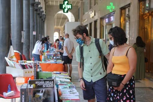 Portici di Carta, la cultura riparte: il centro di Torino si trasforma in una libreria a cielo aperto [FOTO e VIDEO]