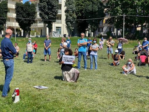 Polemica social sulla manifestazione antirazzista di Pinerolo: «Discutiamone»