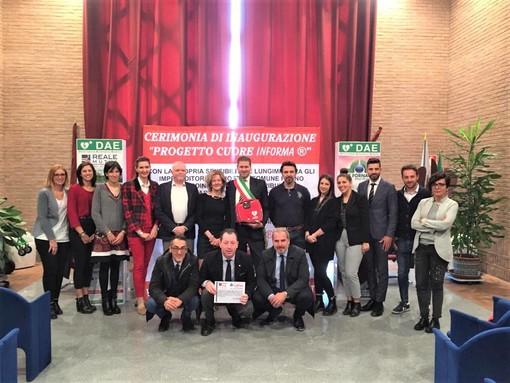 """Beinasco, presentato il progetto """"Cuore InForma"""" per l'installazione di 4 defibrillatori"""