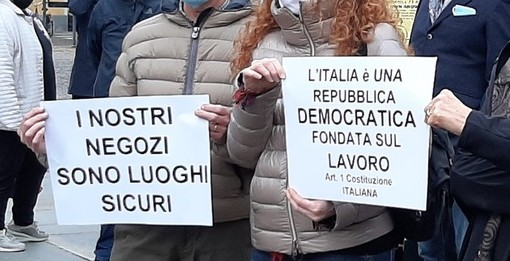 cartelli protesta commercianti