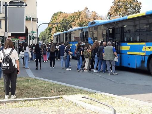 La fermata tra corso Torino e piazza Roma a Pinerolo
