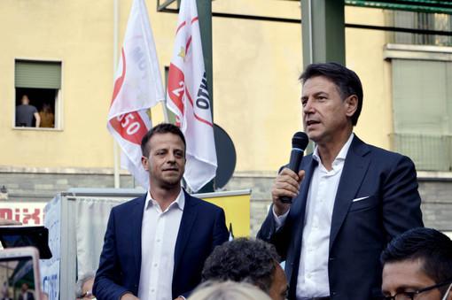 Il sindaco Luca Salvai con il presidente del M5S Giuseppe Conte, che è stato sabato a Pinerolo