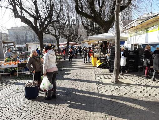 Al mercato di Pinerolo domani si entra per scaglioni alfabetici