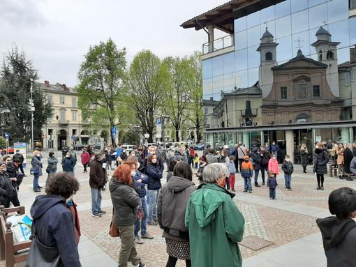 Pinerolo priorità alla scuola protesta piazza Facta