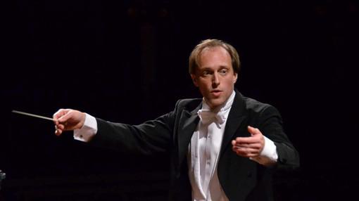 Böer sul podio dell'Orchestra e Coro del Regio dirige l'oratorio Elias di Felix Mendelssohn-Bartholdy