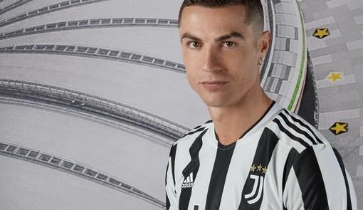 Ronaldo e Dybala protagonisti del lancio della nuova maglia Juve (foto tratte dal sito ufficiale bianconero)