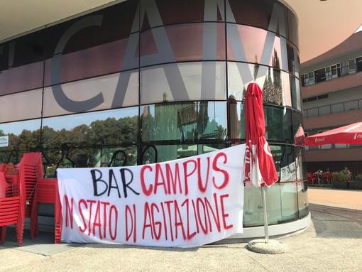 """Lettere di licenziamento ai baristi del Campus Einaudi: """"Scioperiamo, ci tolgono il lavoro"""" (FOTO e VIDEO)"""