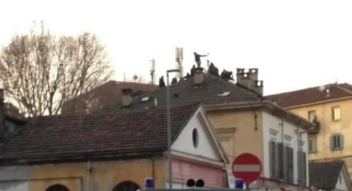 Asilo occupato di via Alessandria, a febbraio 2019, con anarchici sul tetto