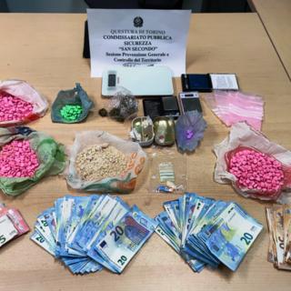 soldi e droga ritrovati all'interno dell'appartamento