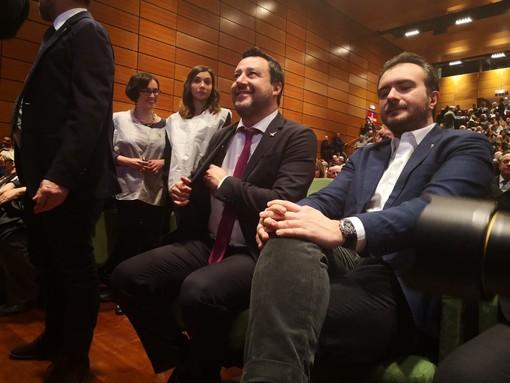 """Salvini al Lingotto sulle note di """"Vincerò"""", fuori lo striscione """"Muori! Torino non ti vuole"""""""