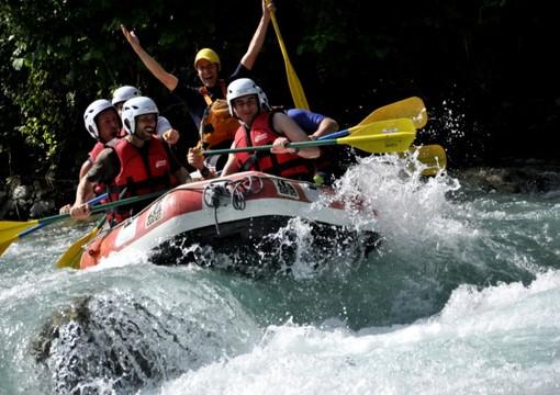 Allo Stura River Village di Gaiola sei ospite 2 notti su 3! Oltre alle discese in rafting, lascia spazio anche al relax, allo sport e al divertimento