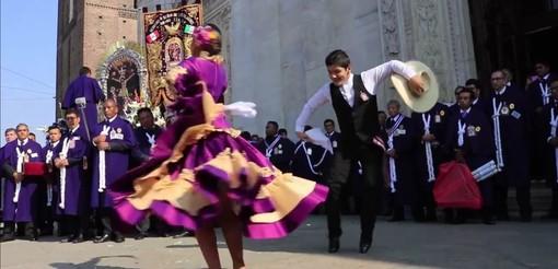 """""""Dove c'è un peruviano, c'è il Sen͂or de los Milagros"""": domenica a Torino la processione che unisce la comunità del Perù"""