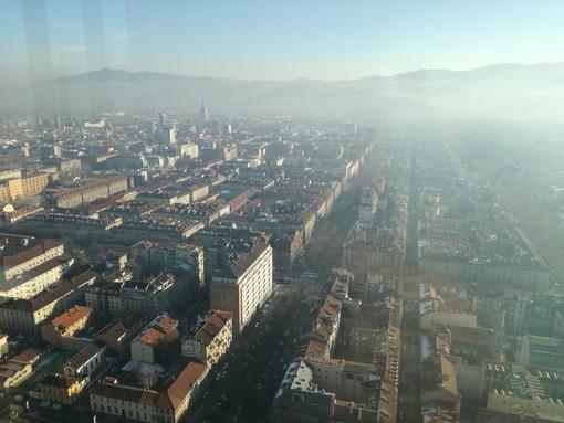 L'anno nuovo si ritrova lo smog di quello vecchio: domani torna il blocco auto fino ai diesel Euro4