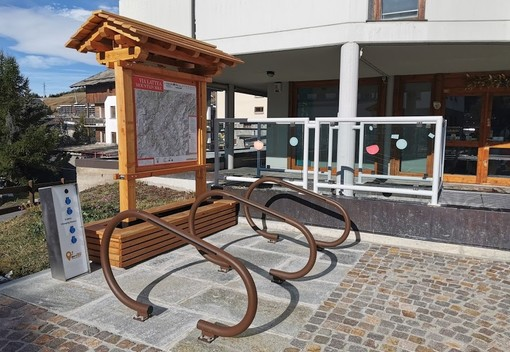 Le colonnine in piazza Fraiteve a Sestriere
