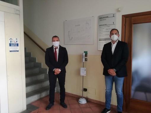Nella foto il Sindaco Loris Giovanni Lovera con il  Direttore Generale dell'azienda donatrice Fabio Salomone