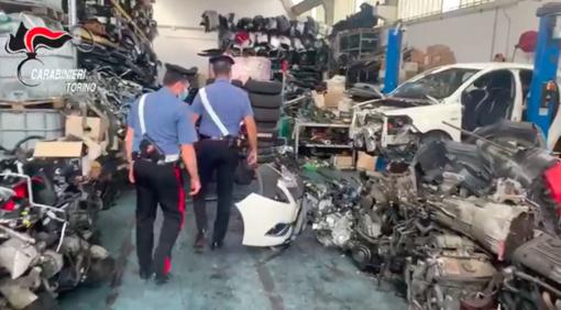 Smontavano auto rubate per rivendere i pezzi, carabinieri denunciano tre persone [VIDEO]