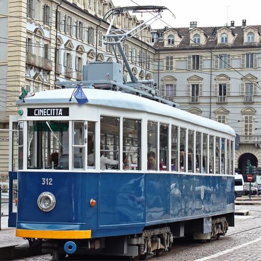 """Il tram storico di Cinecittà stasera in piazza Castello: fu set di Fellini per """"Intervista"""""""