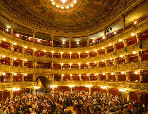 """""""100% Teatro"""", lo Stabile mette a disposizione 100 biglietti al prezzo di 10 euro per ogni spettacolo fino al 31 ottobre"""