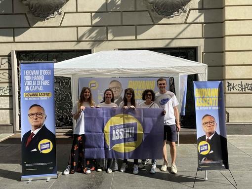 """Elezioni, gazebo a Torino per il candidato che non c'è: al centro del """"programma"""" le urgenze giovanili"""