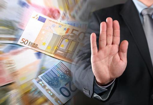 Rubano soldi e minacciano due vittime: usurai arrestati dai carabinieri