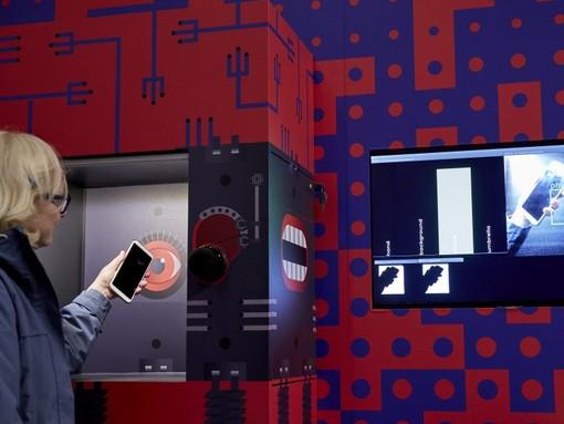 Neuroni, cyborg e radiazioni: la mostra a Torino che esplora il corpo umano tra passato e futuro