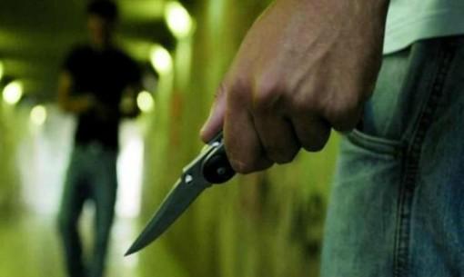 Mano con un coltello