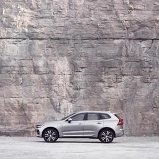 La XC60, modello best-seller di Volvo Cars, è ora più intelligente che mai
