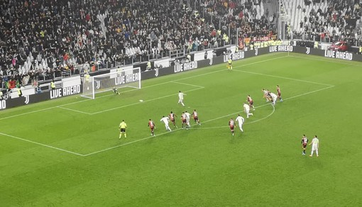 Ronaldo all'ultimo respiro, la Juve batte il Genoa e ritorna in testa alla classifica
