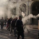 """Taxisti in corteo bloccano via Po: """"Siamo contro il Far West degli Ncc"""""""