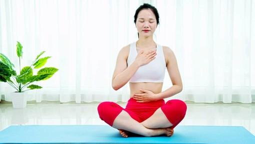 Coronavirus, un torinese su tre guarda con interesse a yoga e meditazione