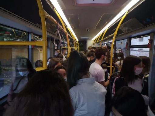 """Trasporto pubblico, le Regione: """"Dal governo non un euro per potenziare il servizio"""". Il Pd: """"Basta polemiche"""""""