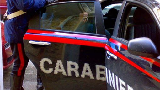 Chiede l'elemosina in centro e strappa una catenina: arrestato un pinerolese 26enne