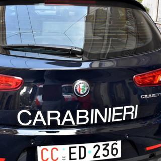 """Rivoli, blitz dei carabinieri nel """"condominio della droga"""": 2,4 kg di marijuana recuperati in tre appartamenti dello stesso palazzo"""