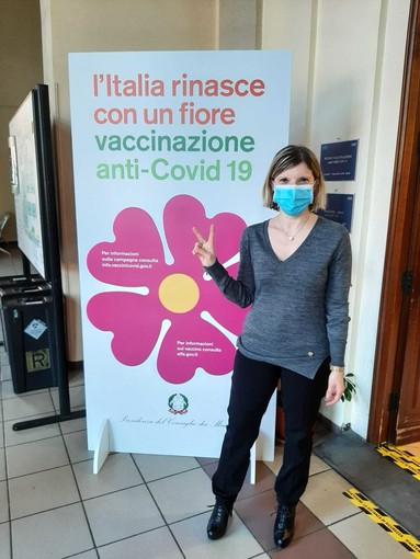 donna vaccinata anti covid