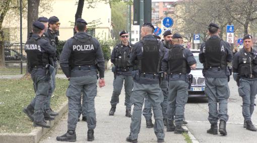 Anche i poliziotti alla camminata al Valentino per il reparto maternità del Sant'Anna