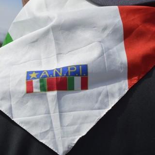 Foulard tricolore con il simbolo dell'Anpi