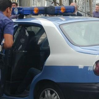 Picchiata e cacciata di casa, soccorsa dai poliziotti: in manette il marito romeno