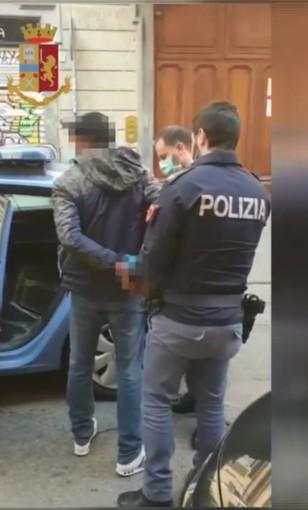 Colpito da ordine di cattura, si presenta in Questura per una denuncia e poi viene arrestato