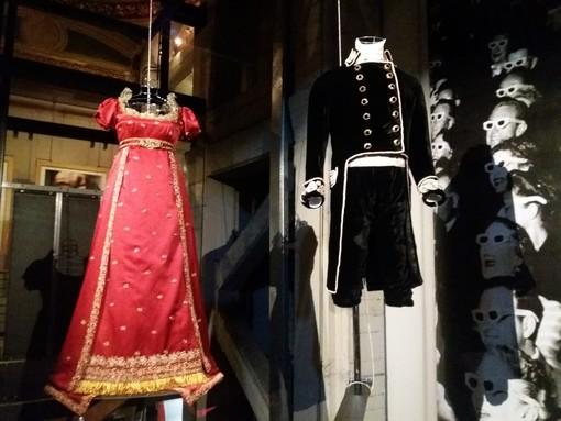 """Le paillettes, gli elmi, le armature, le piume: Annamode """"canta"""" alla Mole i costumi del cinema [FOTO]"""