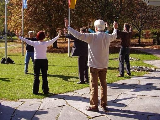 A Mirafiori i parkinsoniani danzano nel parco e incontrano la poesia col movimento