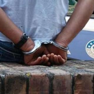 Giovane pusher arrestato dagli agenti in via Sesia