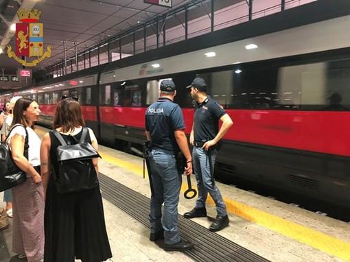 5 persone arrestate e 11 indagate, il bilancio dei controlli della Polizia sui treni di Piemonte e Valle d'Aosta