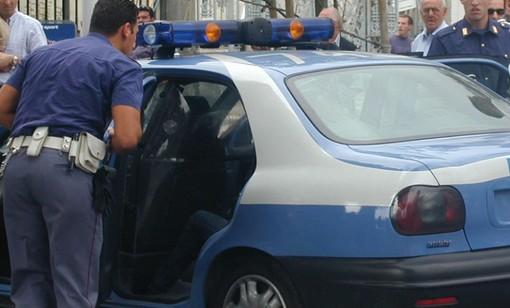 Due persone in manette per furto: cercavano di smontare le ruote a un'auto