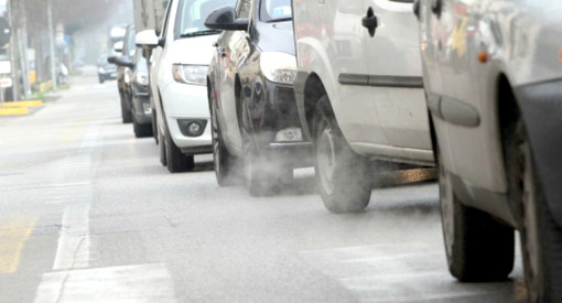 Smog, da domani stop alle auto Diesel fino all'euro5. Esentati dal blocco i sanitari e i pazienti