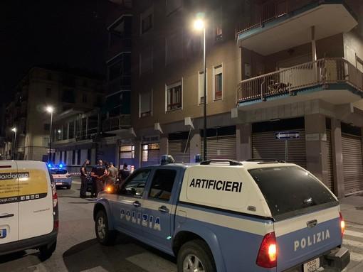 Pacco davanti alla sede di Aliud: scatta l'allarme bomba in via Sestriere, ma era un nido di calabroni