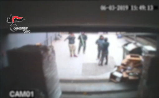Falchera, raid in un negozio cinese con mazze di ferro e cocci di bottiglia, 5 persone in arresto