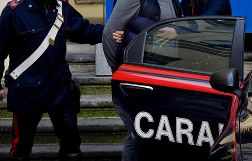Ladro sbadato: durante la rapina perde il cellulare, quando torna a recuperarlo trova i carabinieri