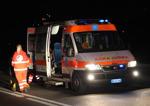 Rueglio, auto nel fosso: intervento complicato per estrarre una donna di 45 anni incastrata