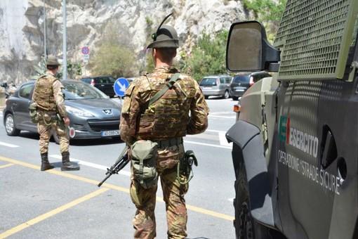 Rivoli, alpino dell'Esercito scongiura l'aggressione del guidatore di un bus